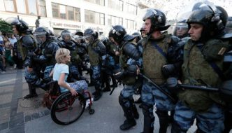 Pussy Riots Maria Aljochina till Sverige trots utreseförbud – igen